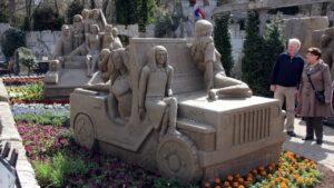 """Zandsculpturen Garderen """"75 jaar Bevrijding"""""""